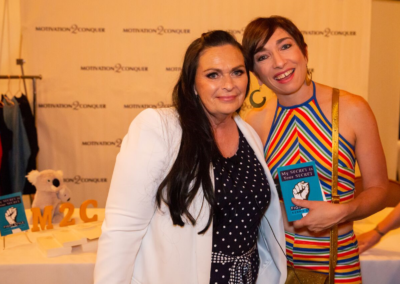 Emmy Award Winning American Horror Story actress Naomi Grossman spending some quality time with Kerrie.
